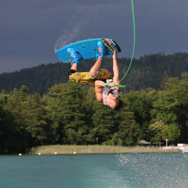 Nico Juritsch gewinnt den ersten Boots-Event in Pörtschach.